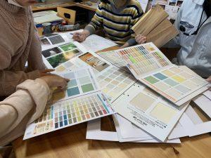 壁紙の色をみんなで選ぶ